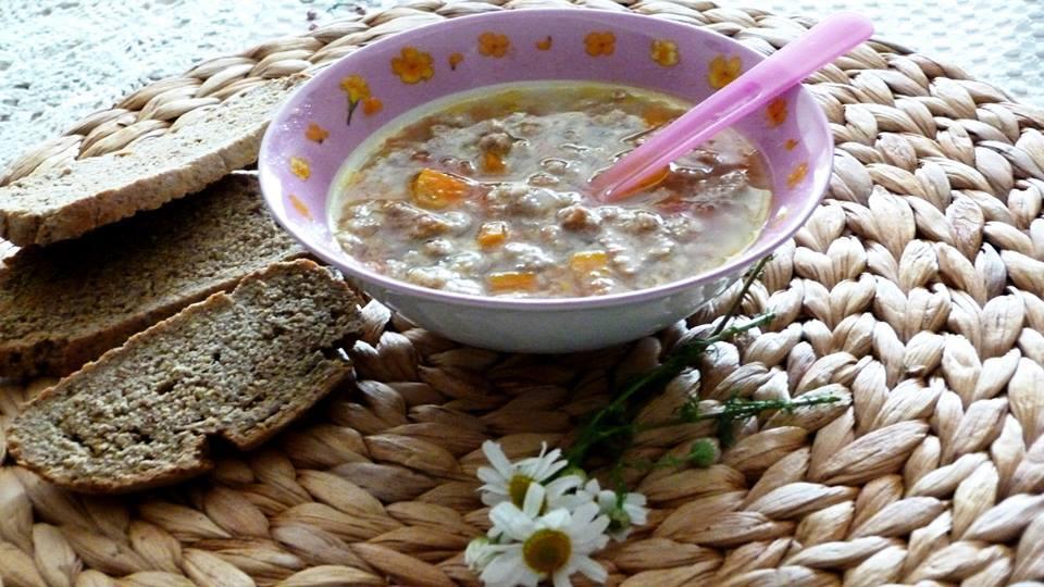 Домашна пилешка супа с кротони от ленено, тиквено, сусамено и царевично брашно