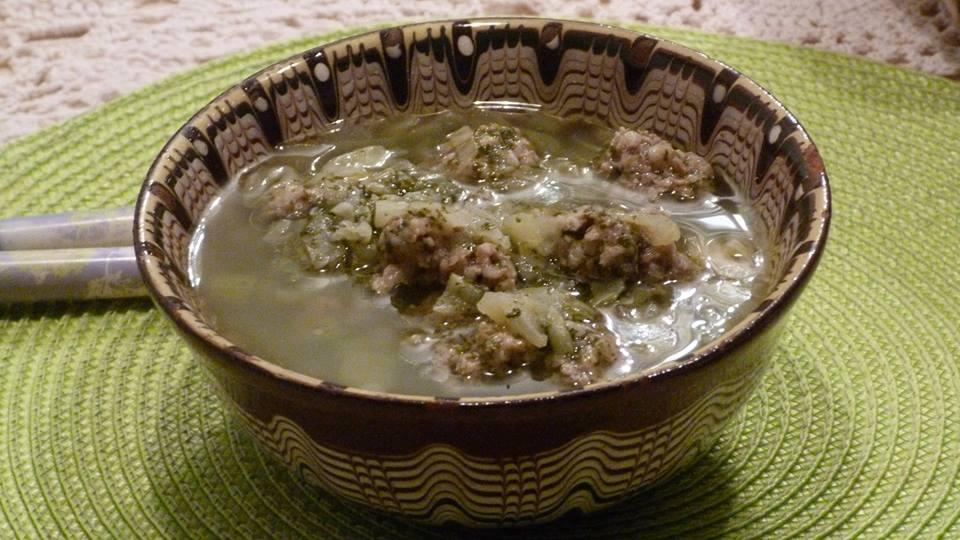 Супа топчета с булгур и коприва