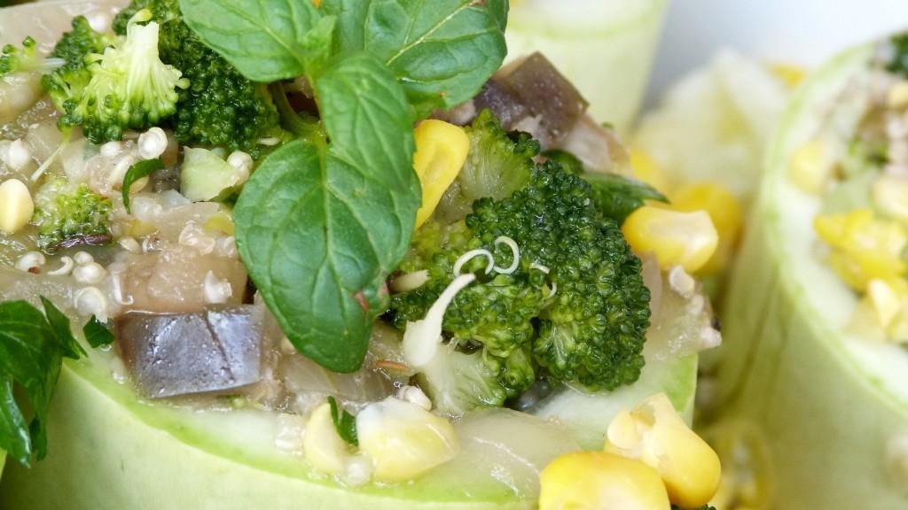 Пълнени тиквички с киноа и зеленчуци